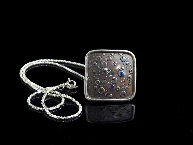 L'un des bijoux qu'elle à réalisé pendant son cours - Cours d'Initiation à la pâte d'argent à Paris avec Cécile P.