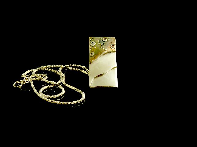 L'un des bijoux qu'il à réalisé pendant son cours - Cours d'Initiation à la pâte d'argent à Paris avec Pierre N. - Un pendentif pour lui-même